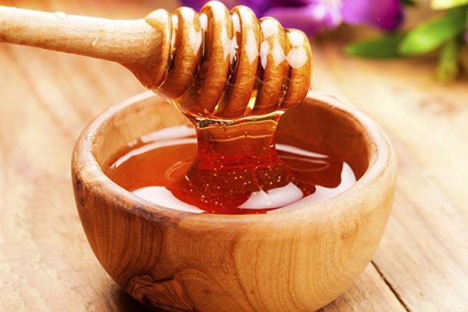Cho mật ong nhiều để có món mứt gừng dẻo mật ong ngon