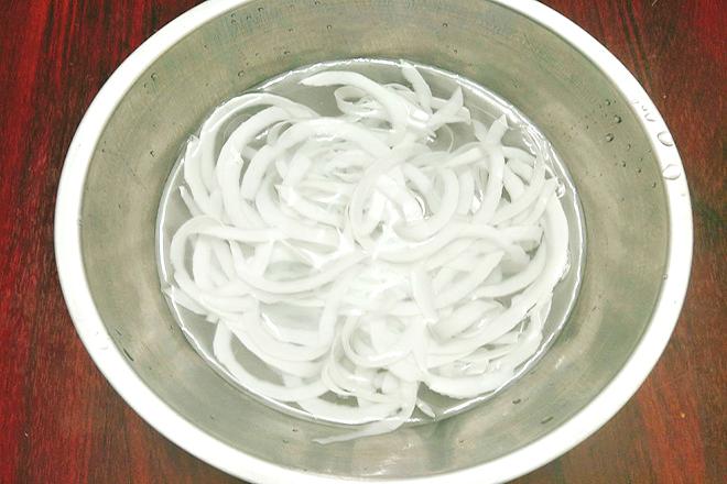 Xả sạch dừa với nước