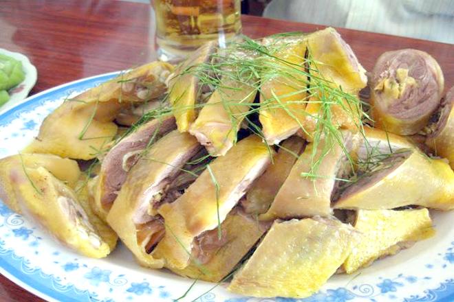 Gà luộc Đông Tảo chấm muối tiêu canh cực ngon