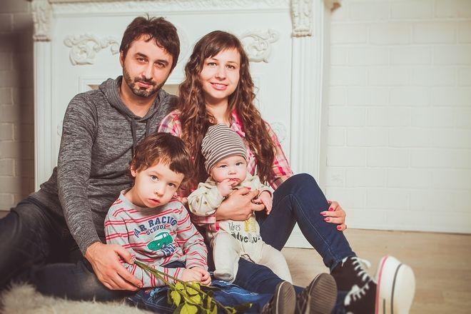Trẻ chụp cung với ba mẹ