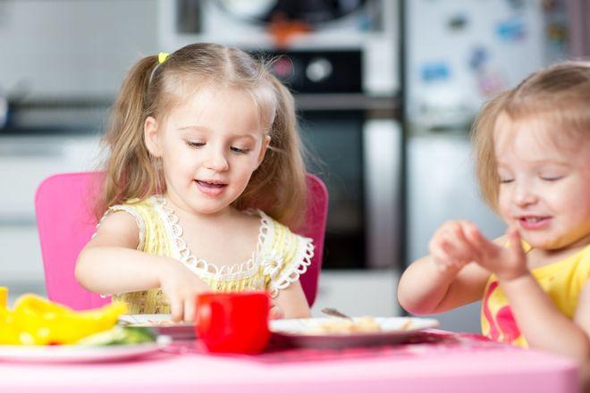 Trẻ tự chọn món ăn