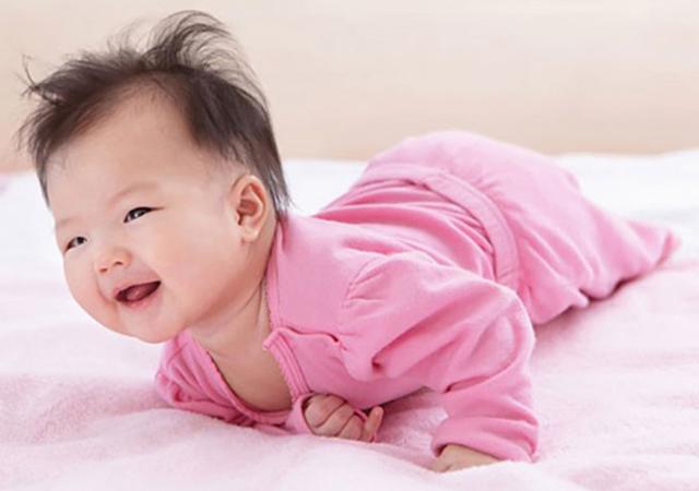 trẻ sơ sinh 6 tháng tuổi