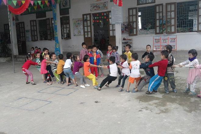 Trò chơi dân gian mang lại nhiều lợi ích cho trẻ 3 tuổi.