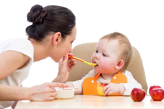 Chế độ dinh dưỡng cho bé 9 tháng tuổi rất quan trọng