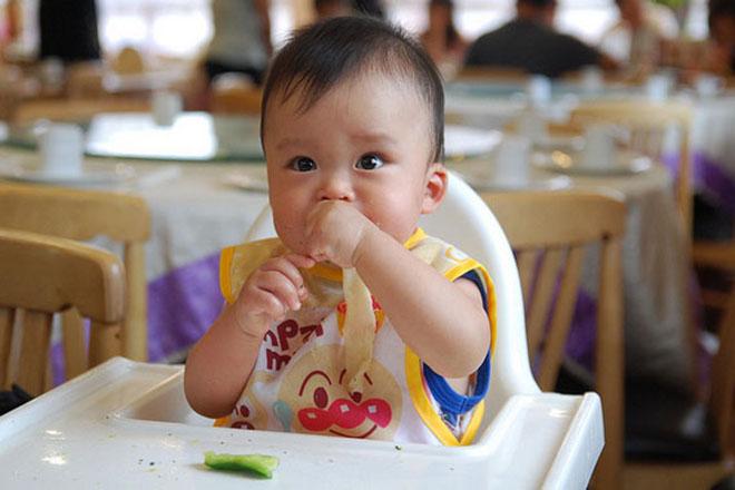 Không quá nghiêm ngặt về loại thực phẩm trong thực đơn của trẻ 9 tháng