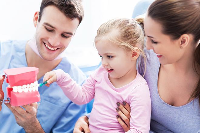 Cha mẹ nên cho trẻ đi nha sỹ định kỳ