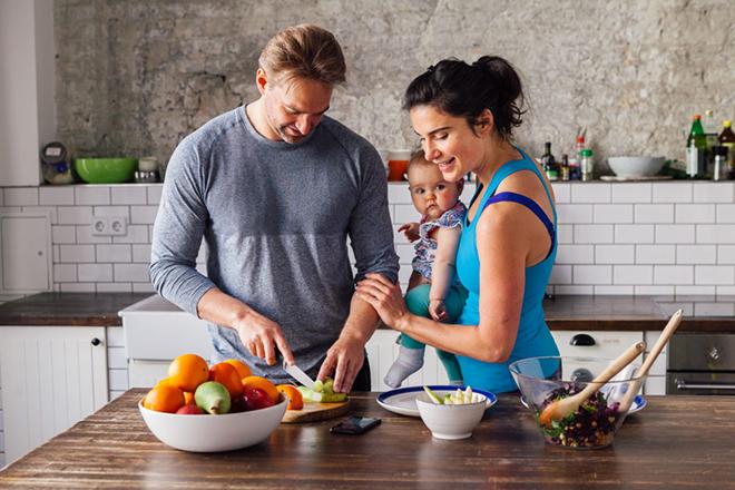 Dinh dưỡng đủ chất cho mẹ sau sinh