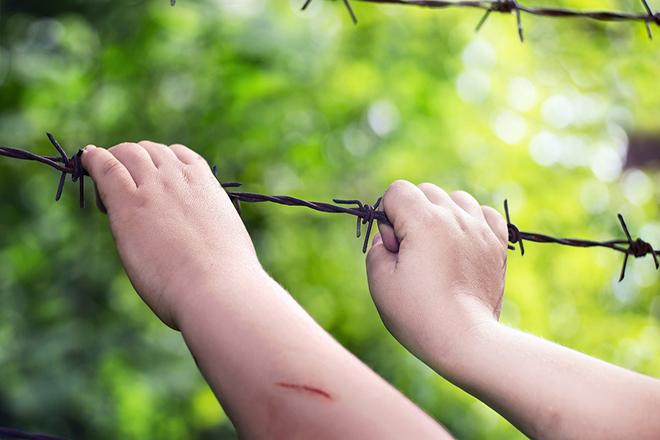 1 vết cắt nhỏ cũng có thể khiến trẻ bị uốn ván