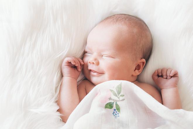 Bé sinh vào tháng 8