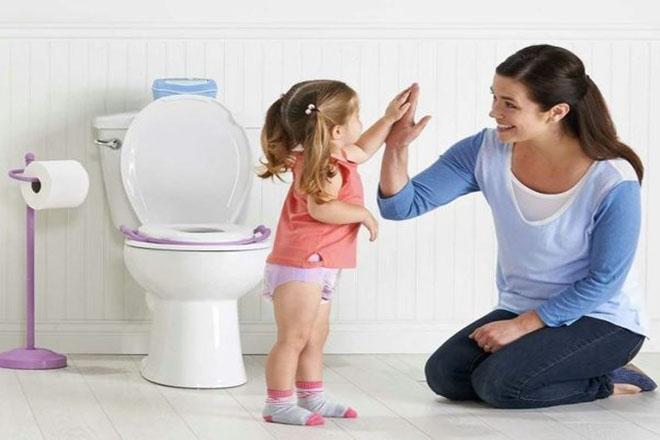 Trẻ 3 tuổi tự đi vệ sinh