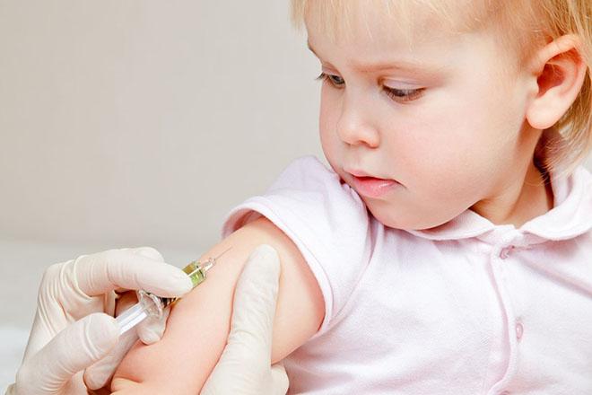 Tiêm vaccine cho trẻ