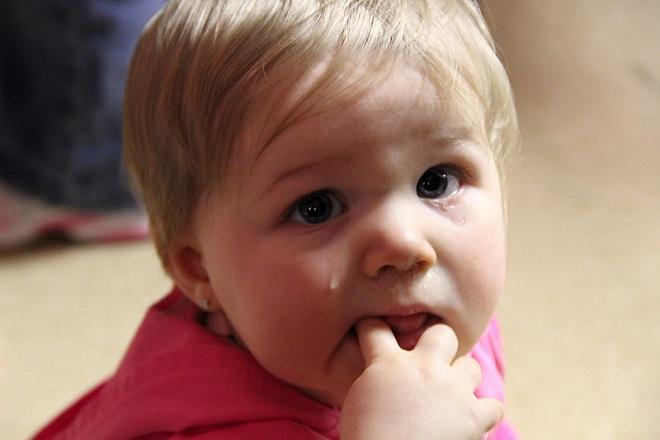 bé khóc đêm