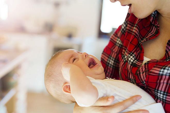 Trẻ khóc khi bú mẹ