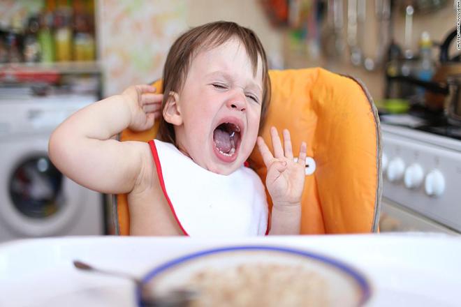 Trẻ ăn vạ vì không thích ăn