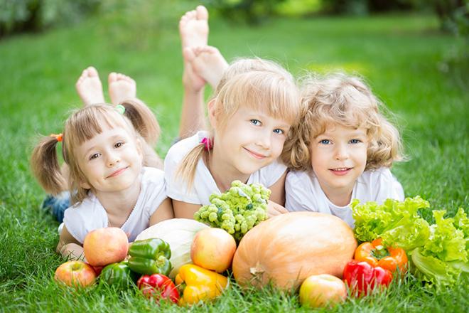 Khuyến khích trẻ ăn rau củ quả