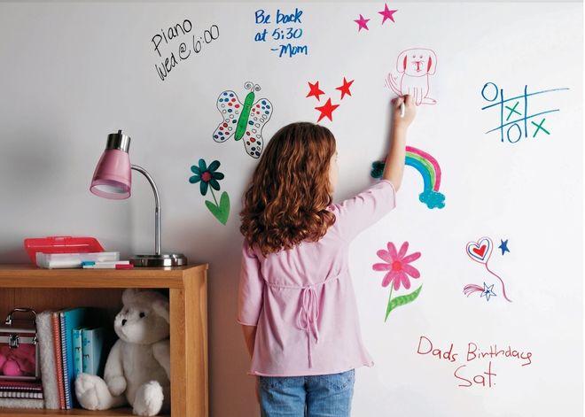 Trẻ khéo léo hơn nhờ hoạt động tô màu