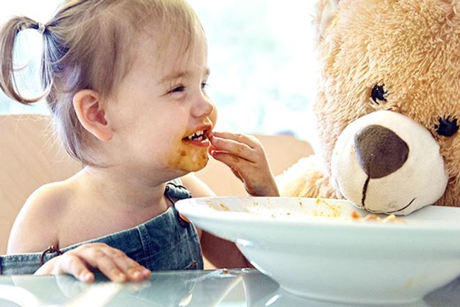 Ăn uống ở trẻ 15 tháng