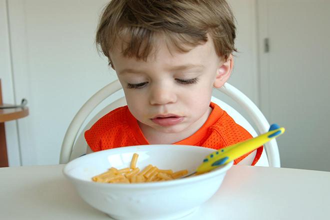Táo bón có thể làm trẻ ăn uống kém