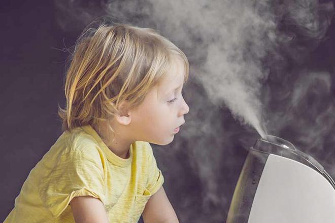 Trẻ hít hơi nước ấm