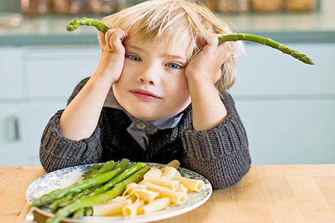 Trẻ biếng ăn vì bị ép ăn
