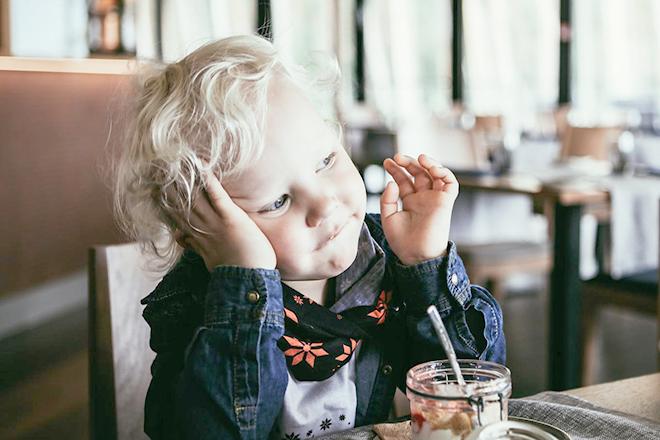 Trẻ biếng ăn do ăn vặt nhiều