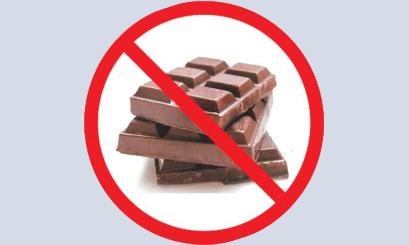 Không cho trẻ ăn sô cô la vào buổi tối