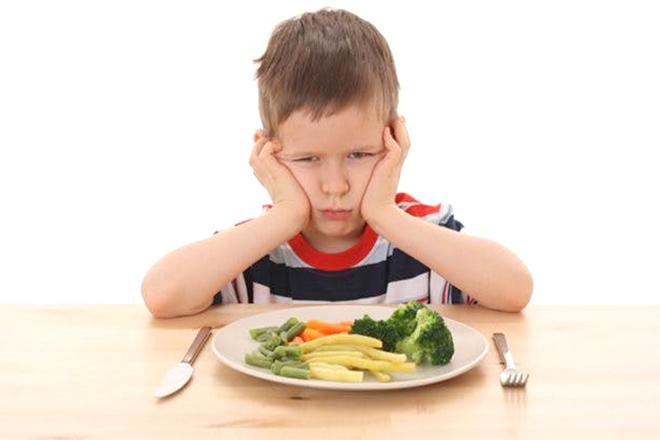 Bé trai 3 tuổi không chịu ăn