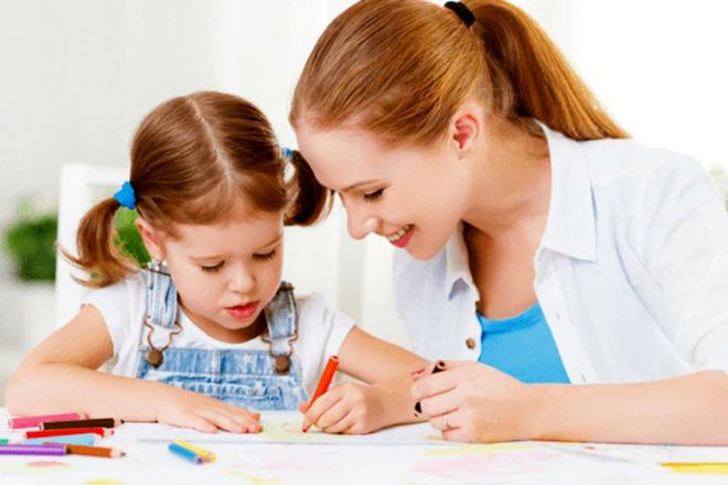 Trẻ 3 4 tuổi học vẽ