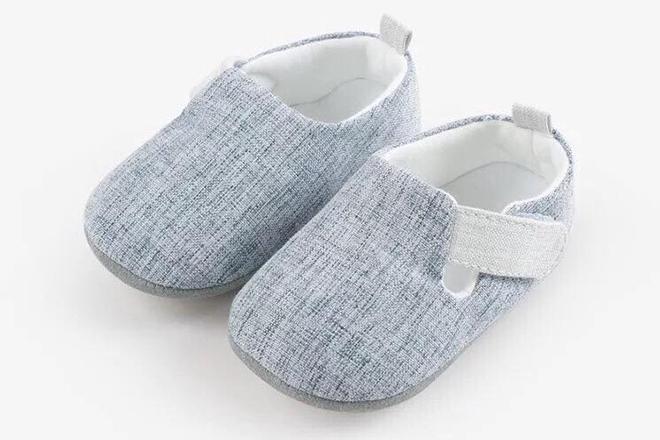 Giày nỉ xinh xắn cho bé tập đi