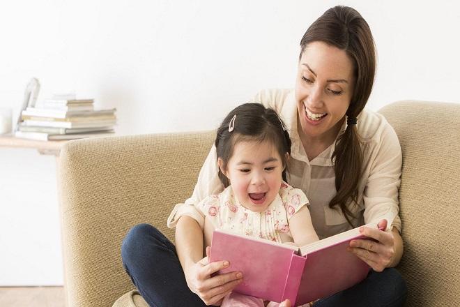 đọc truyện cho bé