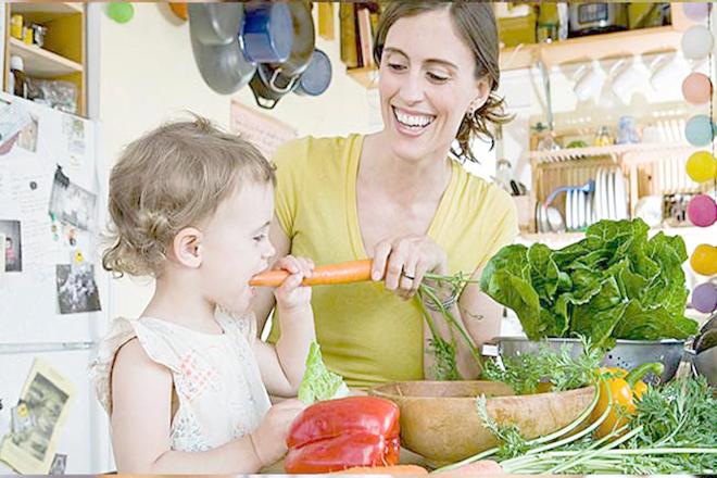 Giới thiệu thực phẩm với trẻ