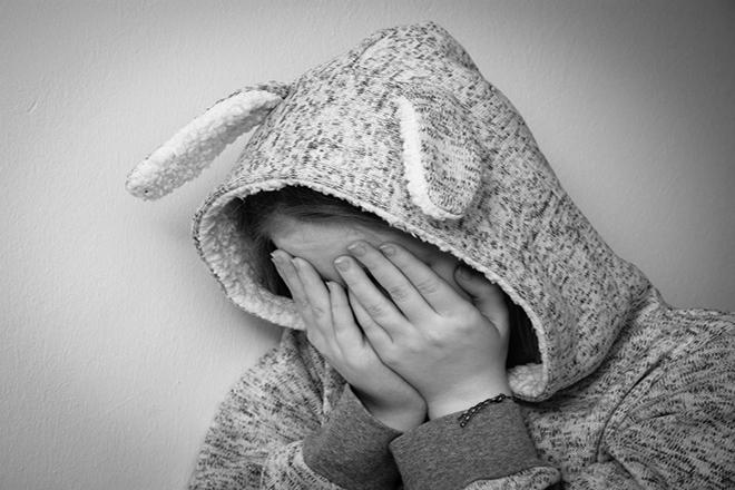 Trẻ đau khổ
