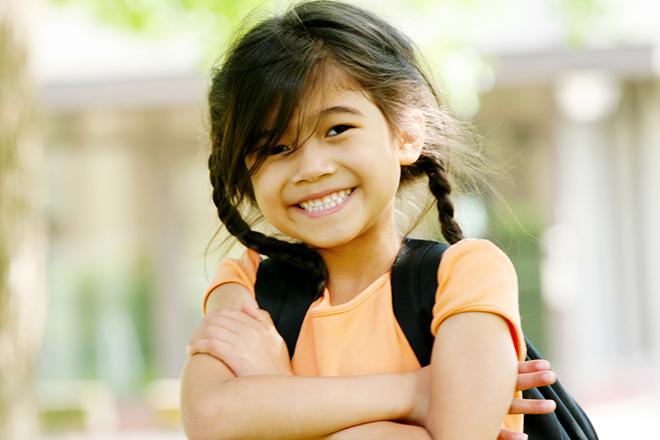 Trẻ vui vẻ đến trường