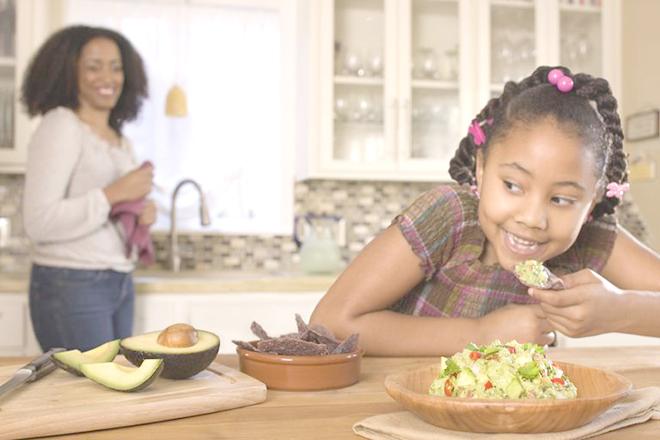 Trẻ ăn bữa tối vừa phải
