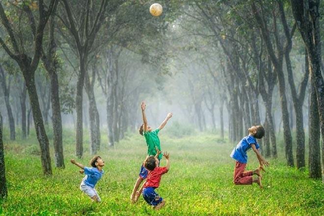Trẻ mầm non yêu thích khám phá