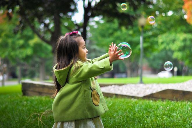 Trẻ mầm non phát triển trí tưởng tượng