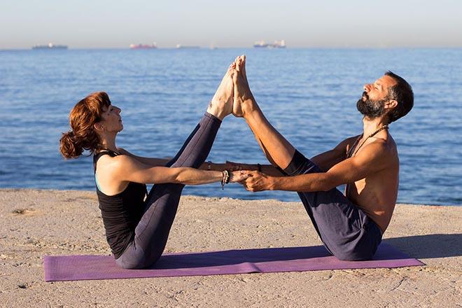 Tập yoga bên bãi biển