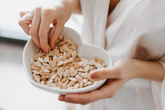 Bà bầu ăn hạt bí ngô