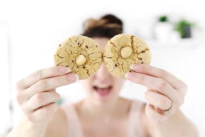 Bà bầu ăn bánh quy