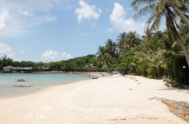 Bãi biển tại Hòn Ông Nha Trang