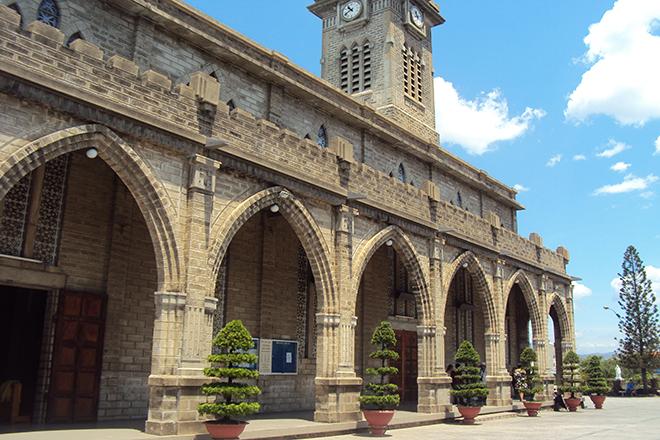 Nhà thờ Đá Nha Trang_Yeutre.vn