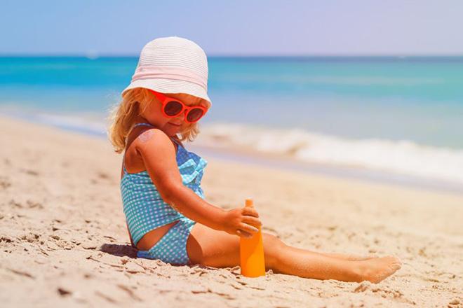 Cách chăm sóc trẻ mùa hè an toàn