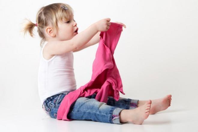 Trẻ 2 tuổi mặc áo