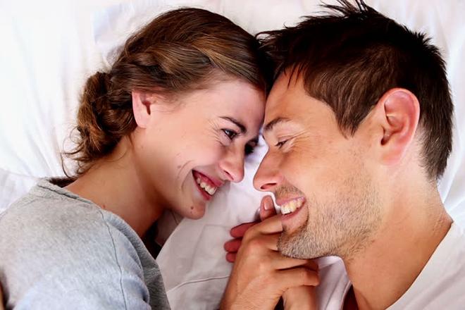 Vợ chồng âu yếm