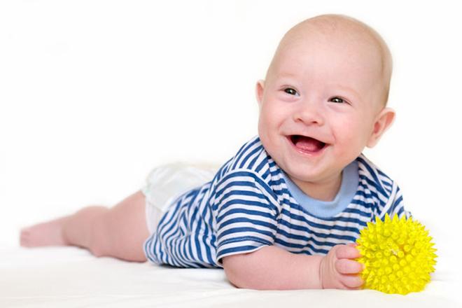 Bé 4 tháng tuổi