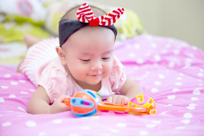 Đồ chơi phù hợp cho trẻ 4 tháng