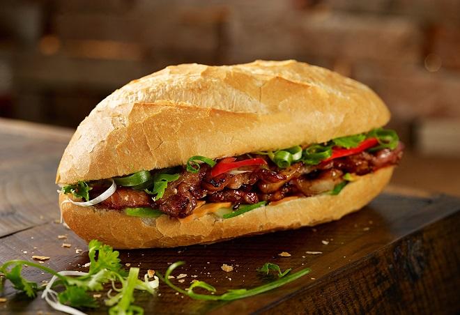 bánh mì kẹp thịt nướng