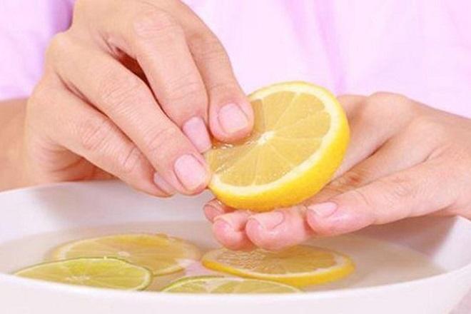dưỡng móng bằng chanh và dầu oliu