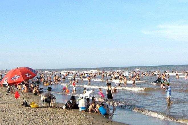 Bãi biển Sẩm Sơn   địa điểm du lịch cho gia đình gần Hà Nội