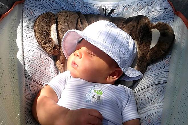 Cho trẻ sơ sinh phơi nắng